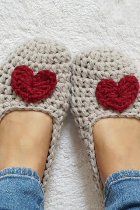 Extra thick, Simply slippers in Beige with Burgundy Heart, Adult Crochet Slippers, Women slippers,house shoes, Non Slip Sole